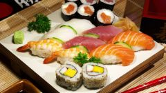 How to eat sushi and rolls