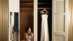What to do after a divorce, a wedding dress, veil and ring