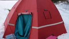 Палатка самораскладывающаяся - хороший вариант для зимней рыбалки