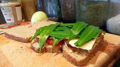 Vitamins for the winter: how to pickle wild garlic