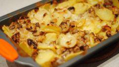 Картошка в сметане: с грибами и не только
