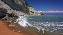 Как Луна вызывает приливы в морях и океанах Земли