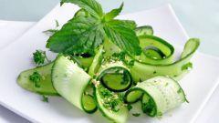 Как приготовить салат из свежих огурцов