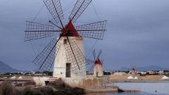 Когда появилась первая ветряная мельница