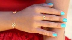 Manicure coral dress