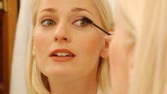 Как правильно наносить косметику на глаза