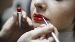 Как сделать в макияже акцент на губы