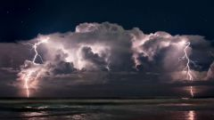 Почему молния и гром связаны друг с другом