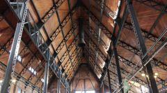 Как спрятать трубу над потолком