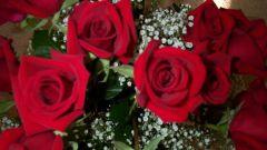 Как дарить цветы мужчине