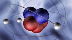Какое физическое взаимодействие определяет связь нуклонов в ядре