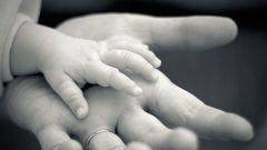 Как безопаснее всего подстригать ногти младенцам