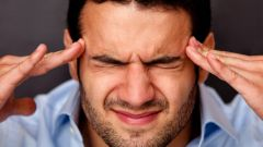 Causes strong throbbing pain in the right hemisphere of the head