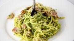Блюда итальянской кухни: спагетти с соусом песто
