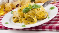 Традиционные итальянские блюда: паста под соусом песто