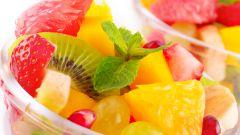 Богатые витаминами блюда: фруктовый салат