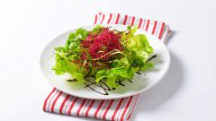 Готовим салат из сырой свеклы