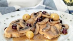 Вкусная и нежная свинина в сливочном соусе с грибами