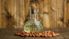 Косметологи об использовании миндального масла для укрепления волос и ногтей