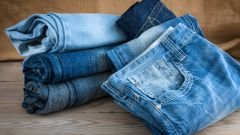 Новая жизнь старым вещам. Делаем модные штаны из поношенных джинсов