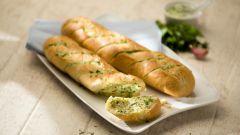 Полезно и пикантно: чесночный хлеб
