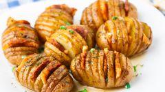Сытный ужин на скорую руку: картошка в духовке с салом