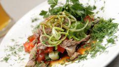 Готовим салат с рыбным филе горячего копчения