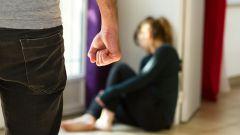 Как решить проблемы в семье, если муж бьет жену