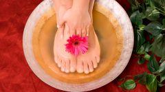 Подари ножкам расслабления при помощи теплых ванночек