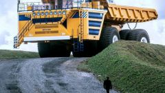 What is the biggest truck in the world