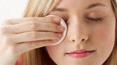 Как снять макияж с глаз без помощи молочка или тоника