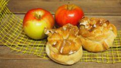 Как приготовить булочки с яблоками, малиной и корицей