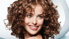 How to curl hair without a curler and crimper