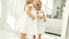 Почему детям нельзя смотреть в зеркало до года