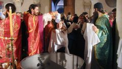 Как совершается крещение правосланых