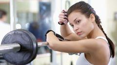 Сколько нужно отдыхать между подходами в упражнениях