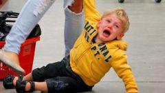 Детская истерика в магазине: как себя вести до и во время нее
