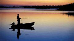 С какой лодки лучше рыбу ловить