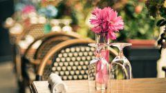 Живые цветы в ресторане: красиво и хлопотно