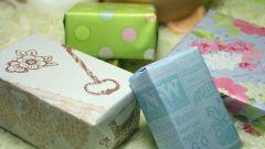 Как красиво завернуть подарок в оберточную бумагу