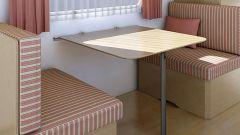 Откидной столик для балкона: особенности и преимущества