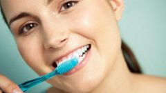 Как поддерживать естественную белизну зубов