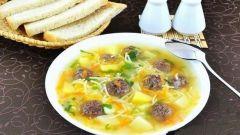 Простой суп с фрикадельками и вермишелью