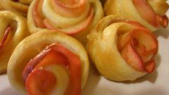 Розы из яблочных ломтиков в тесте