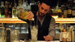 Профессия бармен: работа со стеклом и льдом