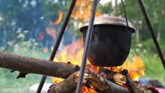 Meals on the campfire: how to cook crumbly buckwheat