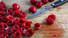 How to remove stones from the cherries without damaging berries