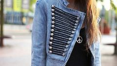 Несколько простых способов как украсить джинсовую куртку
