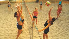 How to learn to play beach volleyball?