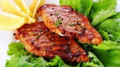 Стейк из мяса и рыбы на гриле